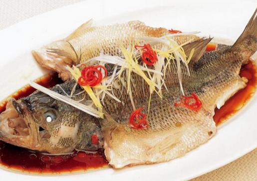 做清蒸鱼,盐和料酒都别放,学会简单做法,鱼肉细嫩,无腥味!