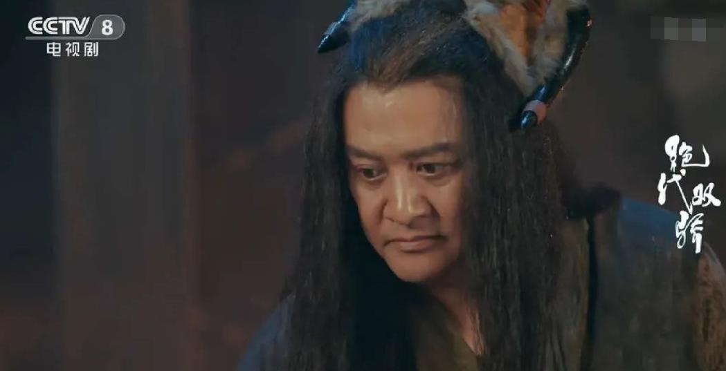 他是吴京同门师兄,和徐峥陶虹搭戏成名,如今54岁仍演配角
