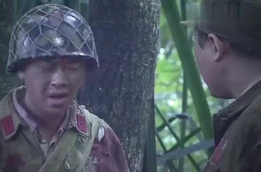 营长本要吃下野蘑菇,战士抢先一步,没想到意外发生