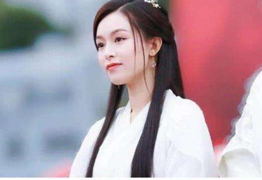 陈冠希为她戒烟,谢霆锋对她一见钟情,网友却说幸好都没追到她