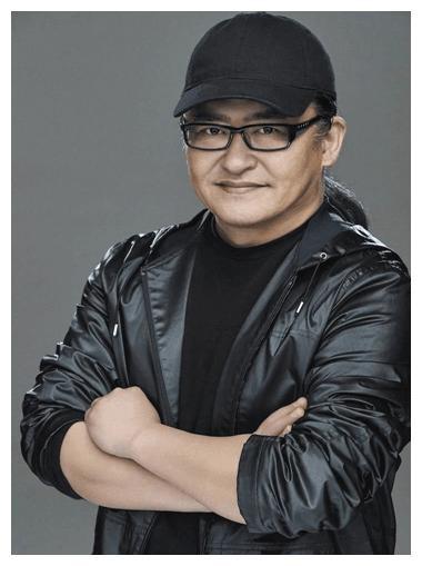 55岁歌手刘欢病情恶化,妻子仍不离不弃,如今的他已成这个样子