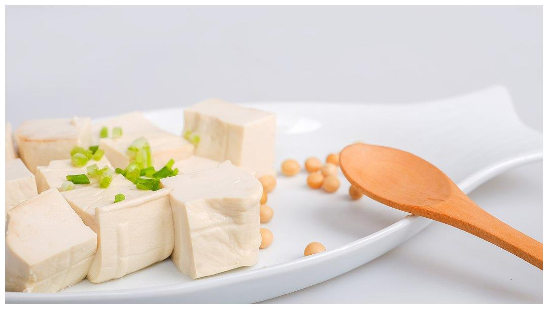 长痘痘的人有福啦!常吃3种食物,控制皮脂腺分泌,保持皮肤润滑