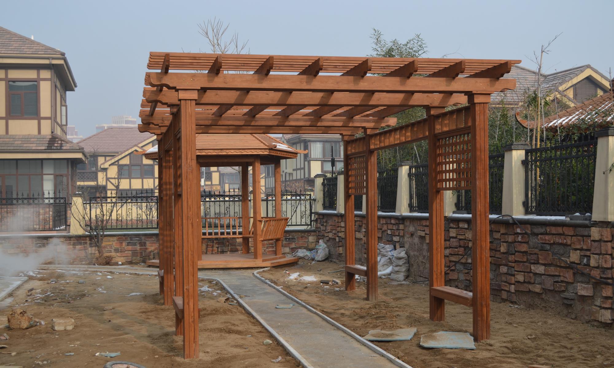 妙哉,用欧式防腐木葡萄架、装扮新中式别墅庭院!