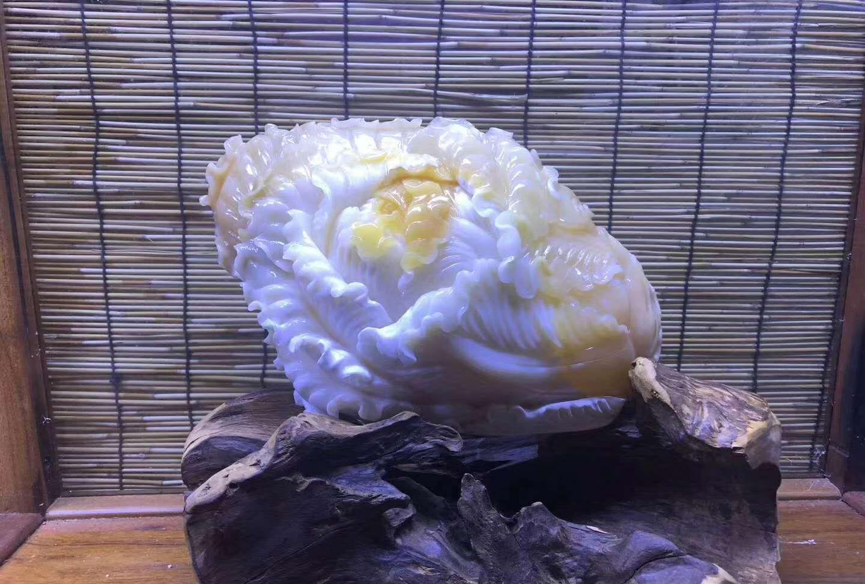以白菜为题材的砗磲雕刻作品