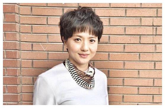 曾被称为江南第一美人,为病逝老公守寡10年,如今女儿比她还美