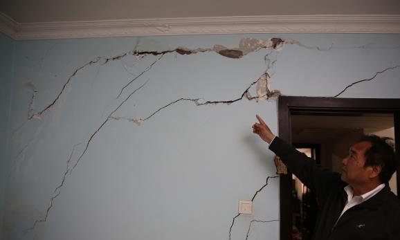 墙壁开裂应该怎么修补?为啥补了又会裂开?先要弄明白裂缝成因!