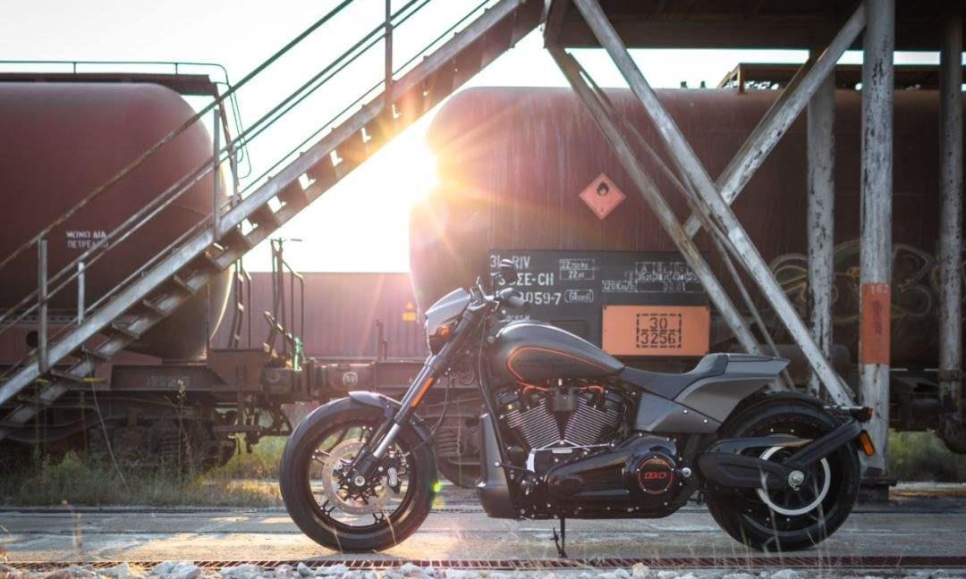 哈雷 FXDR 114 公路巡航野兽,就是那么完美!