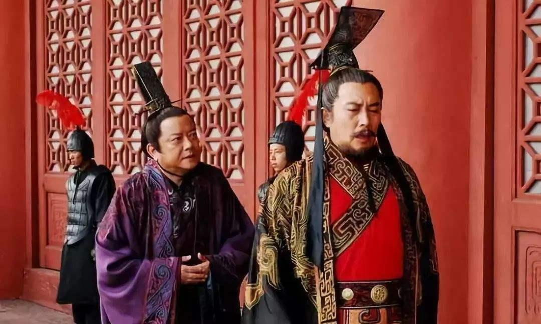 《赵正书》中秦始皇担心李斯反叛,李斯巧妙回答,消除了他的怀疑