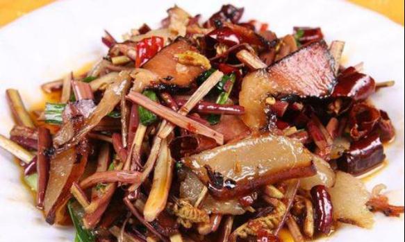 精选美食:腊肉炒蕨菜,酱焖仔排,豆角洋葱炒豆干的做法
