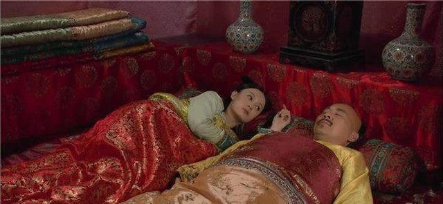 《甄嬛传》:后宫妃嫔床头都有瓷瓶,为何安陵容没有?原因悲哀