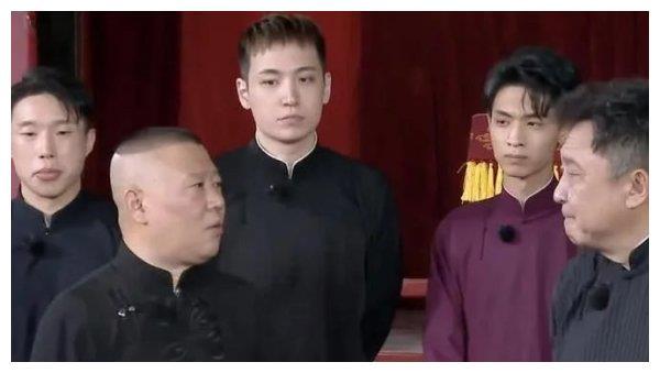 郭德纲该反思!中国青年报怒批德云社团综,最大问题是没有好相声