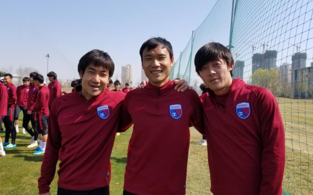 天津天海足球俱乐部球员王晓龙晒出球队近期训练的照片