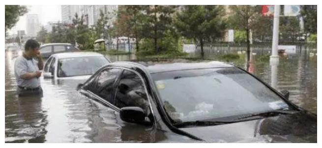 """浙江一场大暴雨,揭开新能源""""遮羞布"""",刚买不到一年就报废了"""