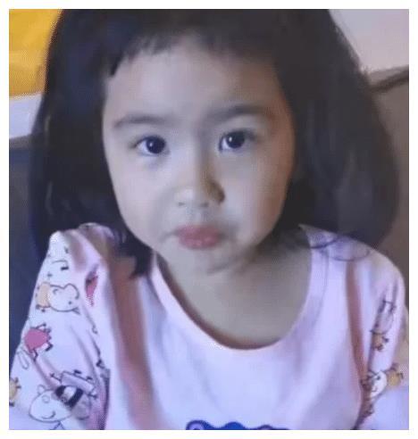 """包贝尔女儿""""整容式长大"""",曾经人人嫌她丑,如今却美成韩剧女主"""