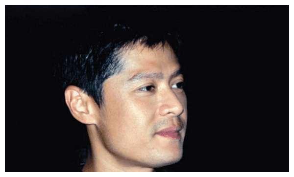 男演员李南星,也得过最佳男主角奖项,如今也是50多岁的人了
