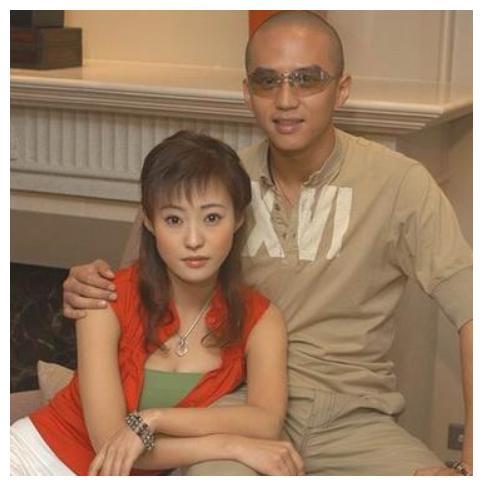 邓超前女友,李光洁前妻,二婚嫁刘烨,双胞胎儿子一模一样像老公