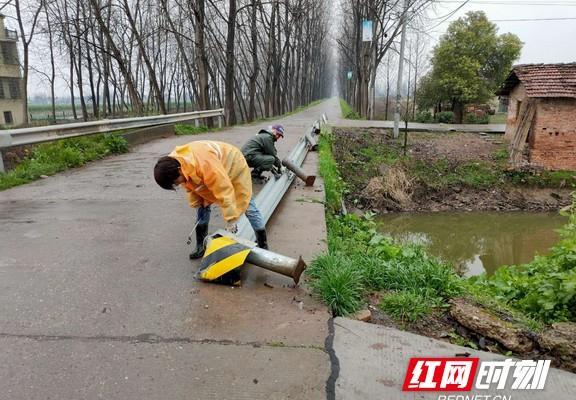 益阳大通湖区全力做好清明节期间公路安全隐患排查