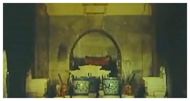 万历定陵地宫,夜壶和印玺都有,生活、办公品齐全,还有一谜团