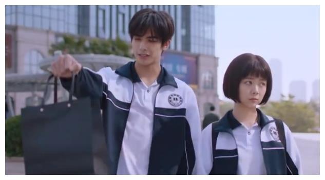 32岁的赵丽颖在转型,30岁的谭松韵却还在演中学生,关键还不出戏