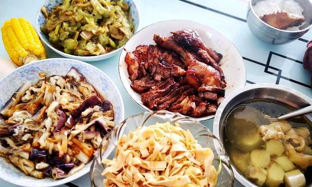 7.3晚餐,三道菜是懒人菜,电饭锅叉烧不用一滴水一滴油