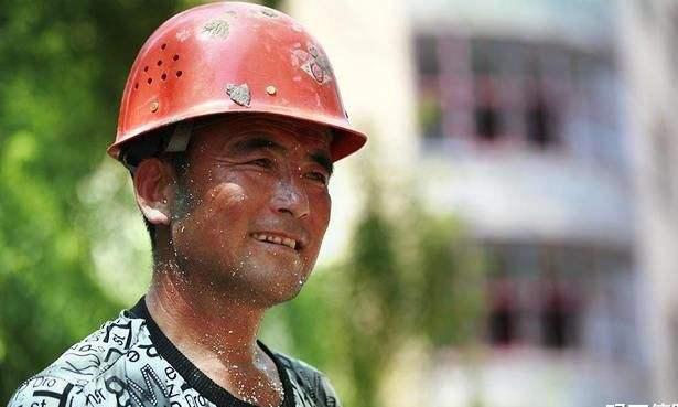 有些农民都50多岁了,为何还要硬着头皮,继续进城打工呢?
