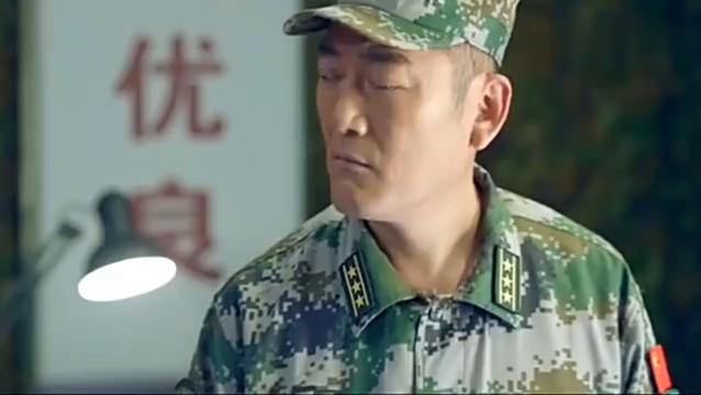 旅长看到饲养员的战斗记录,说这么好的兵你竟让他养猪