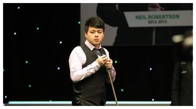 斯诺克NO.20小组赛连败,17岁中国新星轰出个人首杆破百