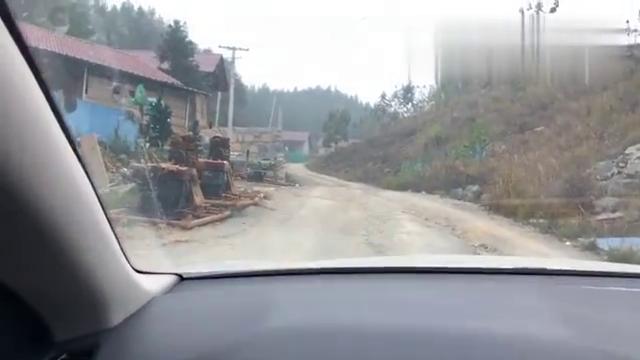 开车3年,第一次走这么烂的山路,开出了拖拉机的感觉
