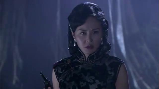 李夫人果然是江川所扮,她感觉出自己暴露,半夜与古野接头