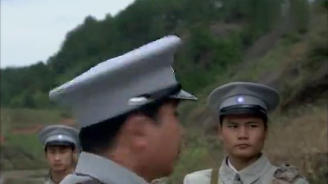 敌营:地下党想策反江波,他们不知道的是,江波早就是秘密党员