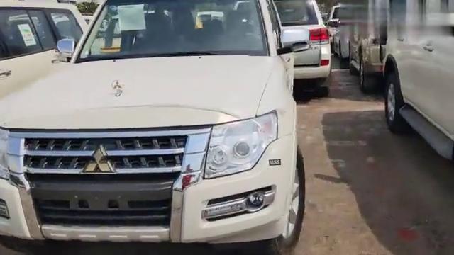 视频:中东进口三菱帕杰罗V97港口三款配置售价不同,底价出售空间大