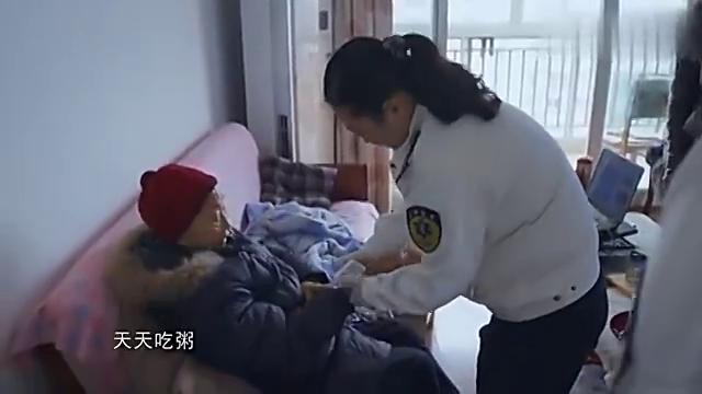 人间世:92岁老太太喝水都会吐,医生担心可能撑不住检查和抢救