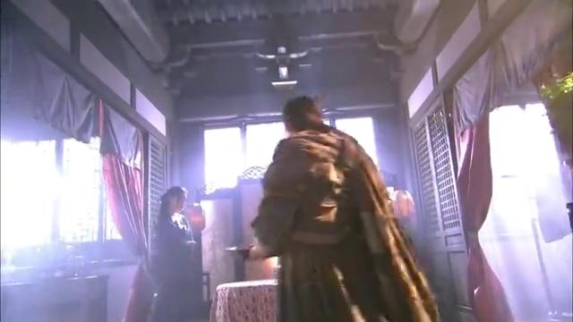 阿朱落入康敏手中,为逼问出乔峰的下落,康敏竟想用刀刮花她的脸