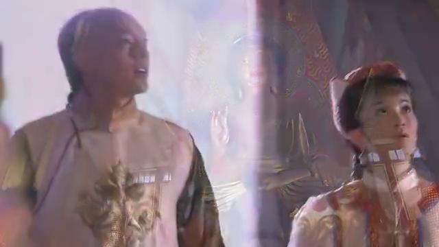 格格在寺庙上香遇到王爷一家,便上去给打招呼,不料遭福晋嫌弃