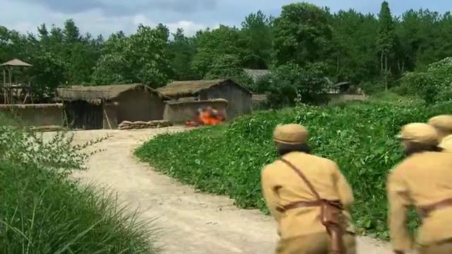 特种兵:土匪窝内讧,山猫和二牛带兵攻打,伞兵还是逃跑了,厉害