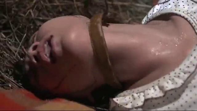 被拐美女生孩子,竟被铁链锁着,当孩子掉进井里彻底崩溃!