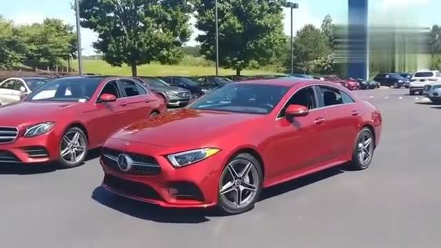 视频:实拍新款奔驰CLS级,明显比停在一
