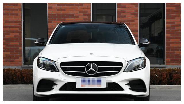 这辆豪车真是良心,经常卖上万辆车,车标是中国人的爱,价格亲民