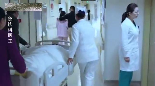 急诊科:护士们上班传主任私事,却被老大阻止事情打住,太八卦了
