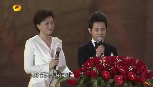张杰要出场唱歌,何炅这一番介绍真是太正式了