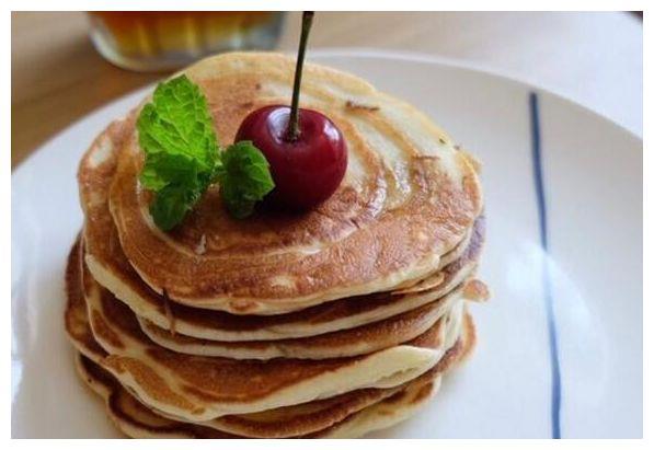 美食推荐:美式草莓薄饼,千张红烧肉,苦瓜酿香蕉,黄花菜炒鸡蛋