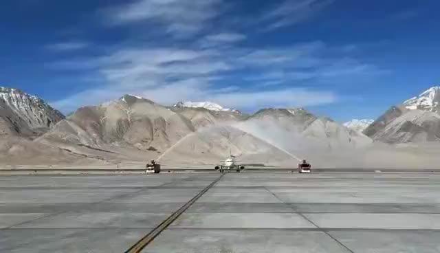 7月1日,西藏自治区最西边的阿里昆莎机场迎来通航10周年的日子