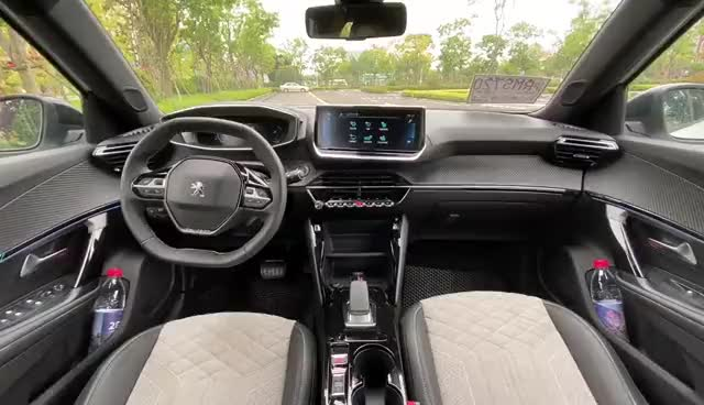 视频:抢鲜看:东风标致全新一代e2008内饰设计,保持法系车一贯质感