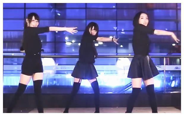 半藏森林成立女团组合?与2位闺蜜拍跳舞视频,这水平可以出道了