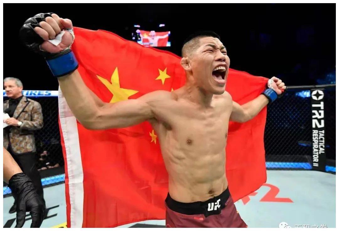 """首回合KO震惊世界,""""吸血魔""""李景亮追平UFC名人堂选手纪录!"""