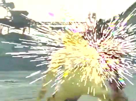 《爆龙战队》暴连者对阵怪兽陷入劣势,神秘黑衣铠甲人赶来支援