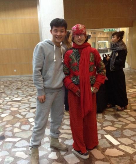 62岁的杨丽萍现身春晚后台,时隔9年再登央视春晚,网友很是期待