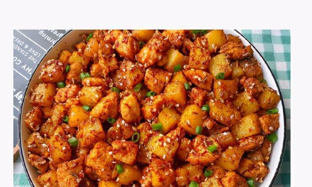 低脂,好吃到转圈圈的孜然土豆鸡胸肉,又香又下饭,孩子特别爱吃