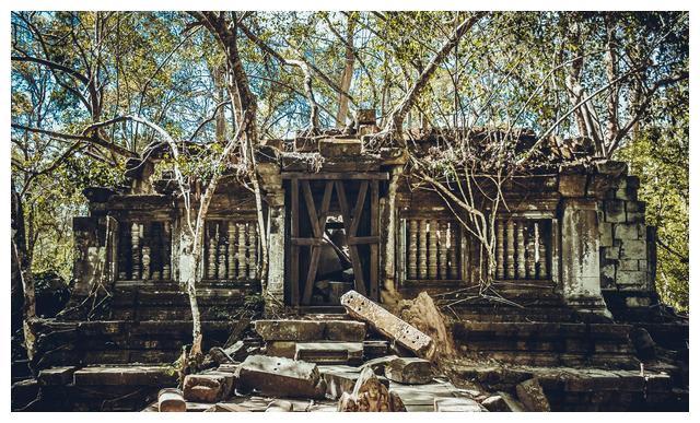 柬埔寨最原始景点,残垣断壁杂草丛生太震撼,跟团游却一般不去!