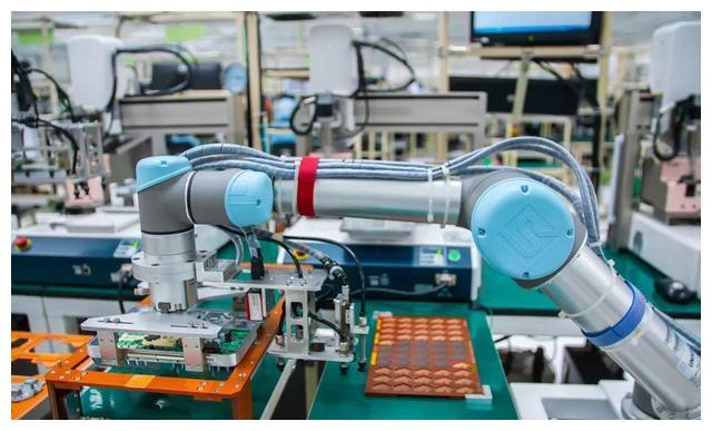 UR机器人助力泰国Benchmark Electronics提升25%运营效率